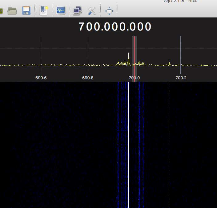 singal%20at%20700mhz%20whilst%20transmitting%20fm%20on%20465mhz